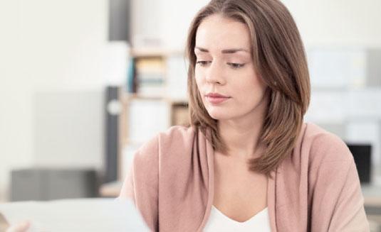 Bild von Frau in Büro